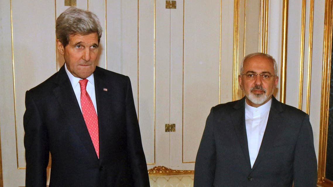 U.S. Secretary of State John Kerry (L) and Iranian Foreign Minister Javad Zarif (R) are pictured before a meeting in Vienna Nov. 23, 2014. (AFP)
