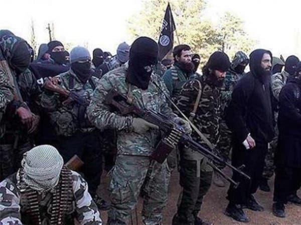 لأول مرة.. داعش يرجم رجلين بتهمة الشذوذ