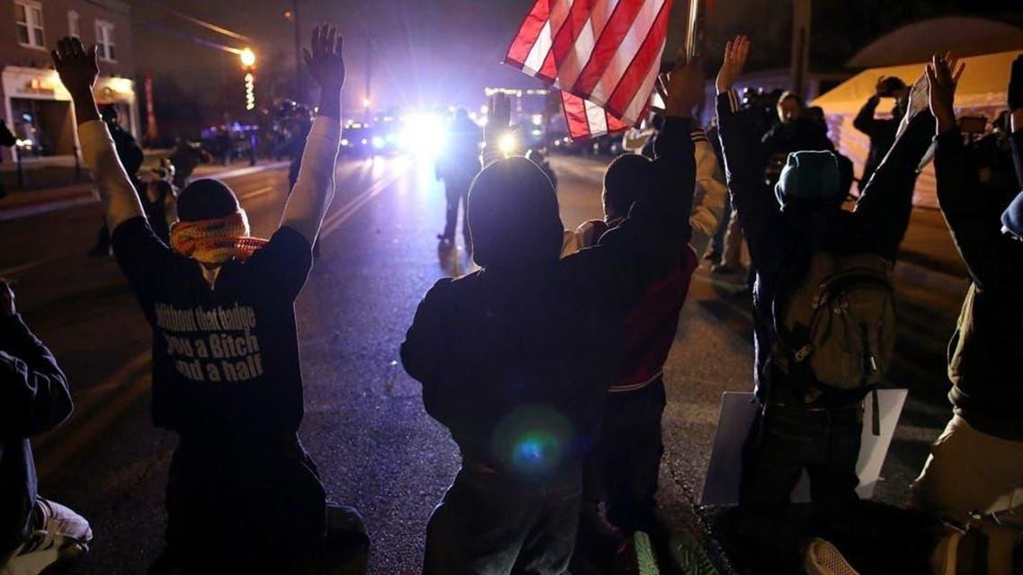 مظاهرات في أميركا بعد قتل ضابط أبيض لشاب أسود