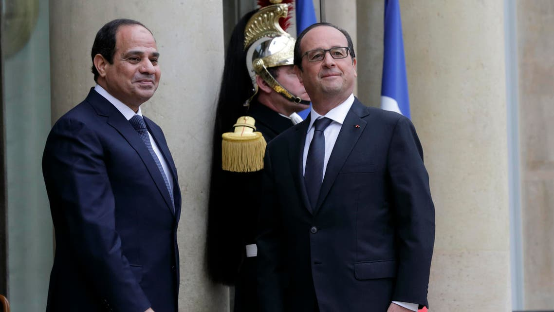 French President Francois Hollande welcomes Egyptian President Abdel Fattah al-Sisi as he arrives at the Elysee Palace in Paris, November 26, 2014. (Reuters)