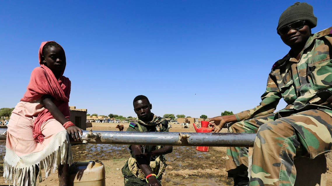 Military personnel wash at a water station after arriving in Tabit village in North Darfur Nov. 20, 2014. (Reuters)