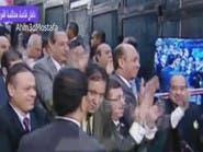 بعد البراءة.. دموع وأحضان بقفص مبارك ومعاونيه