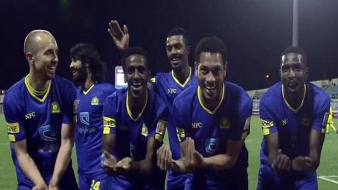 احتفال لاعبي النصر بهدف زميلهم شراحيلي في مرمى هجر