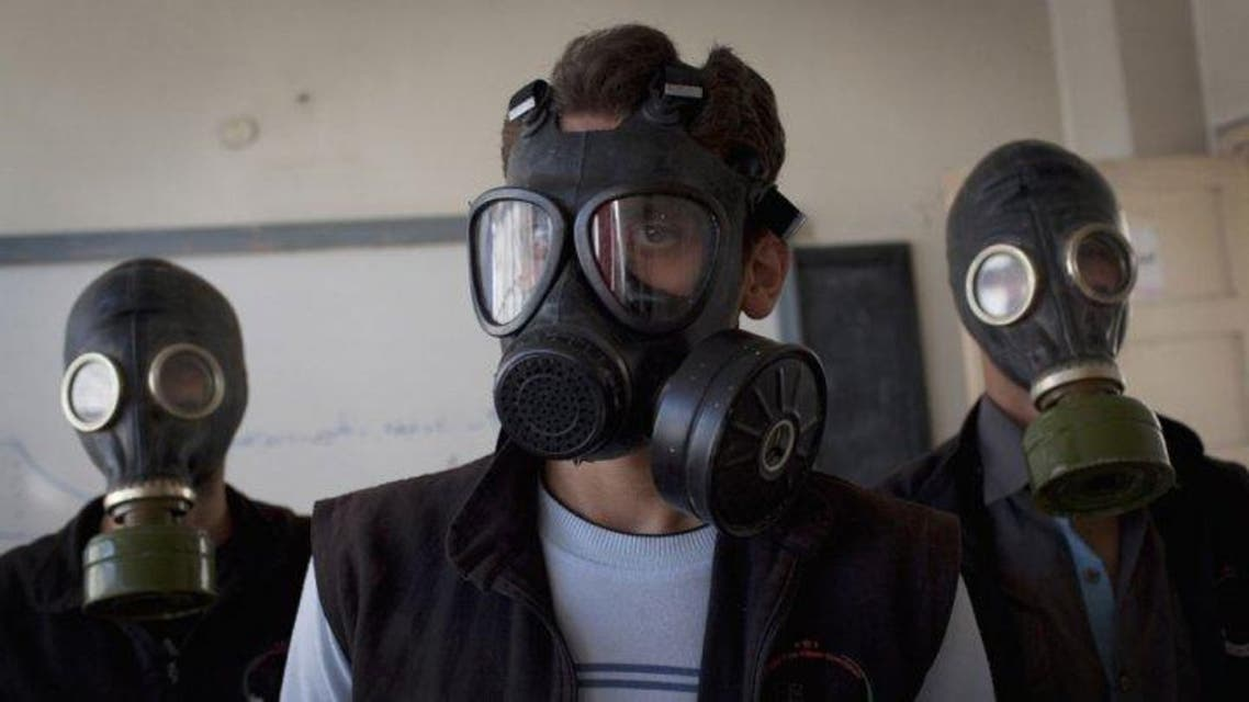 Volunteers wear gas masks during a class on how to respond to a chemical attack, in the northern Syrian city of Aleppo on September 15, 2013 AFP