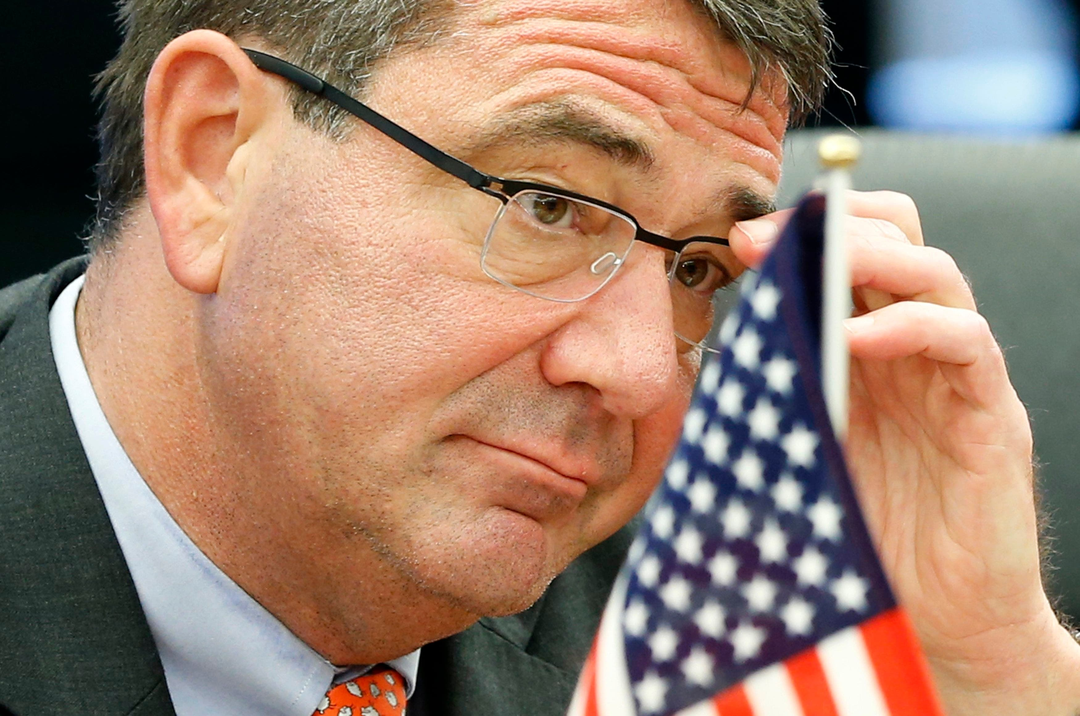 وزير الدفاع الأميركي السابق آشتون كارتر