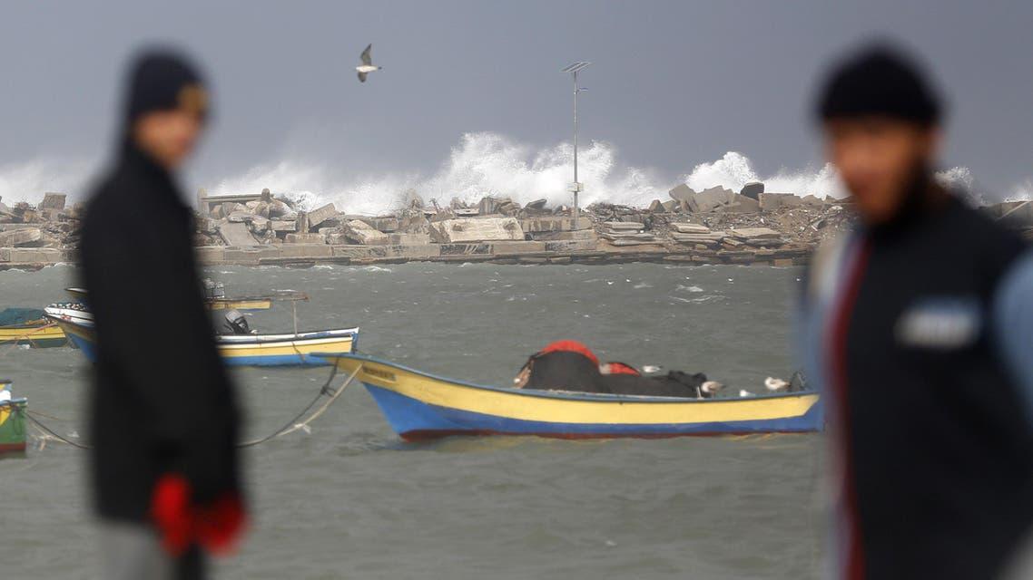 غزة فلسطين شاطئ مرفأ صياد صيادين صيادون gaza sea sailor fisherman fishermen