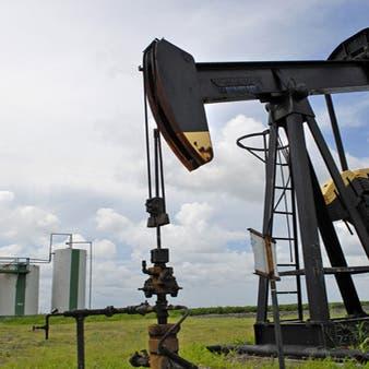 النفط يحوم قرب أعلى مستوى في 13 شهراً