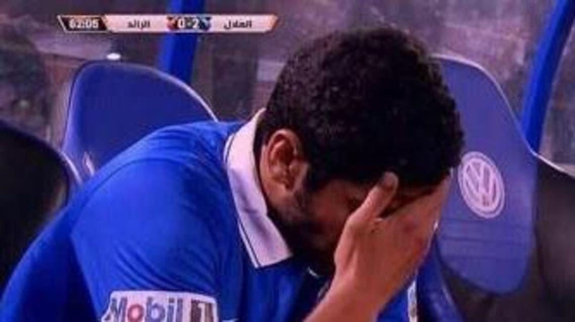 لاعب الهلال الحمد خرج حزيناً من الملعب إثر استبداله أمام الرائد