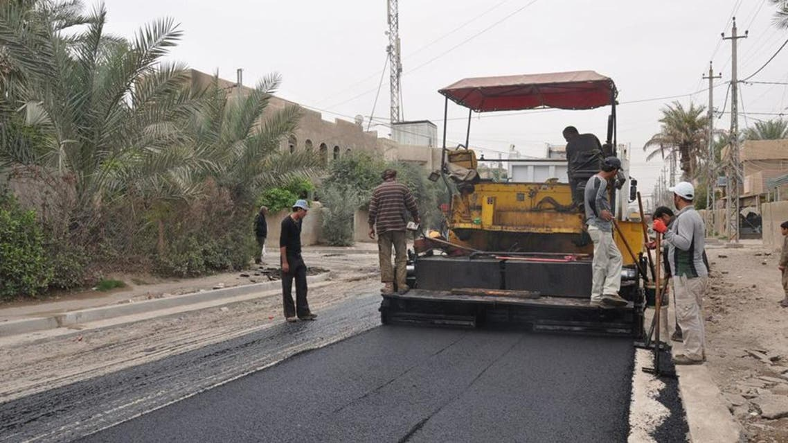 آليات رصف طرق في بغداد شوارع بنى تحتية العراق مشاريع