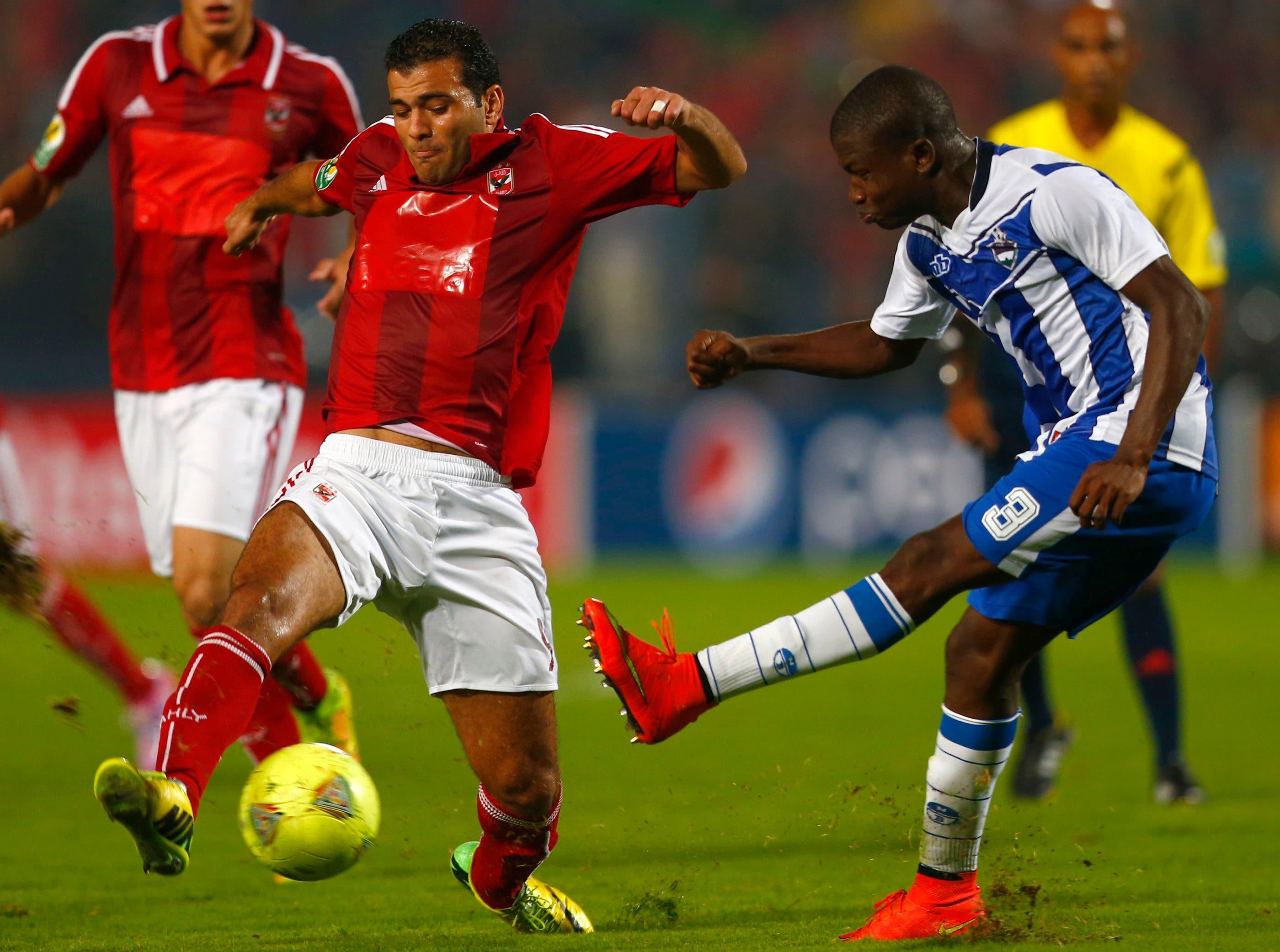عماد متعب أحرز هدف الفوز لفريقه في آخر دقيقة من عمر المباراة