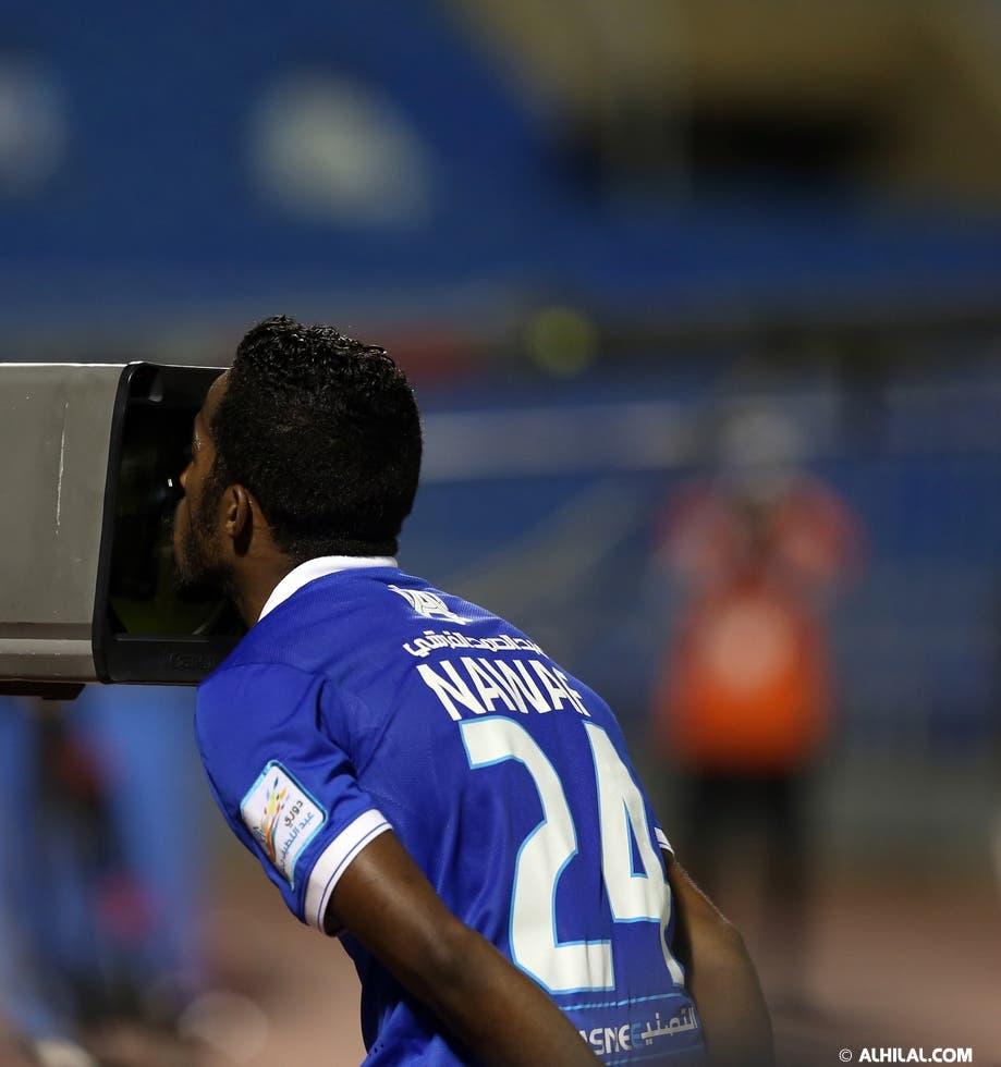 نواف العابد يداعب كاميرات التلفاز يوم الجمعة