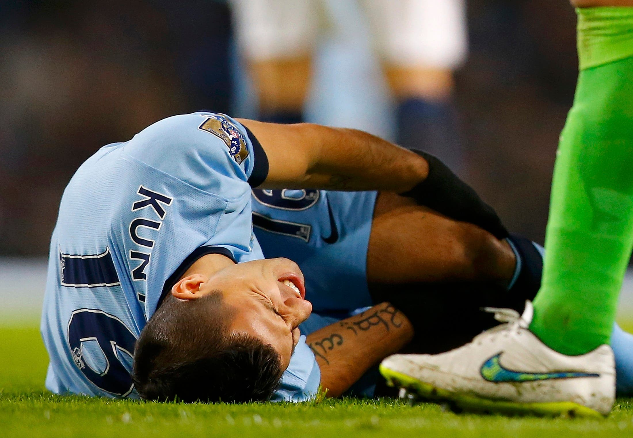 أغويرو تعرض إلى إصابة في الركبة ضمن مواجهة إيفرتون