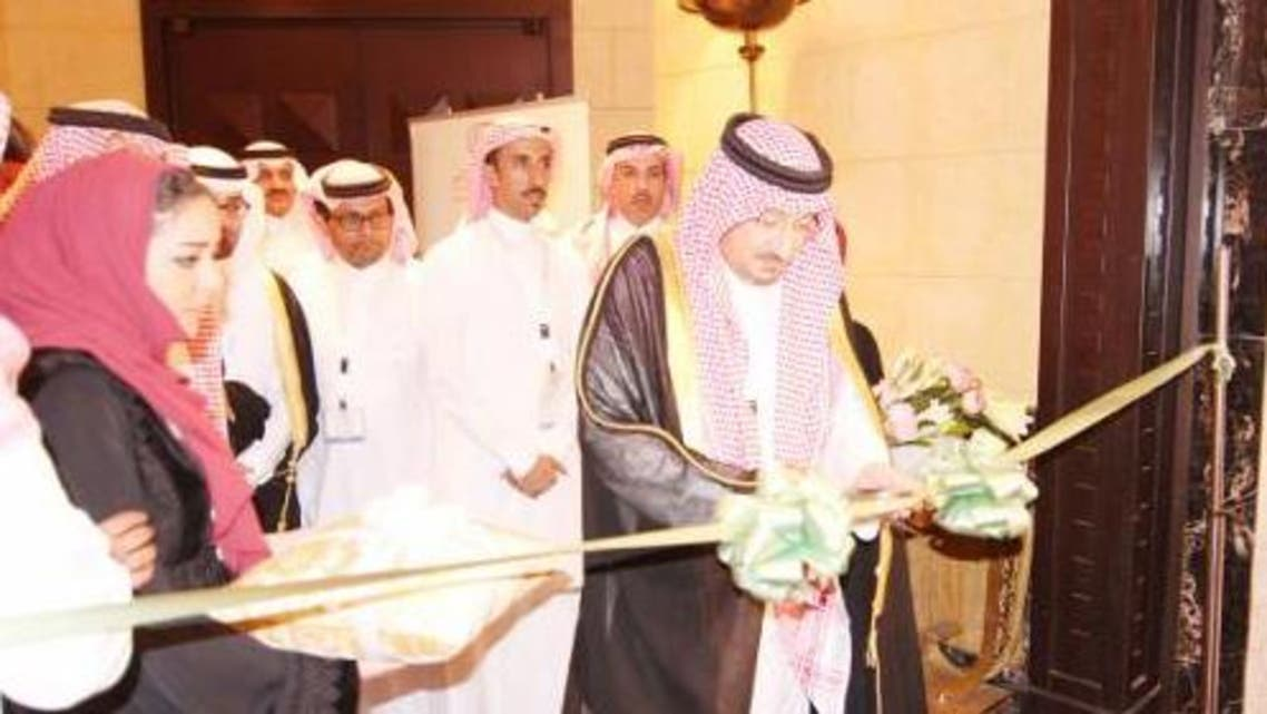 Newly appointed Saudi Minister of Agriculture Waleed Al-Kuraiji cuts the ceremonial ribbon during the opening of the International Grains Forum at the Jeddah Hilton on Tuesday.