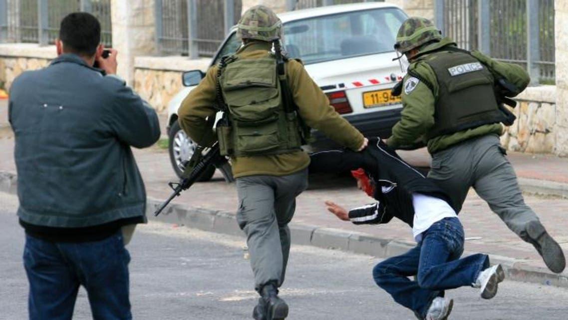 الجيش الإسرائيلي يهاجم طفل فلسطيني