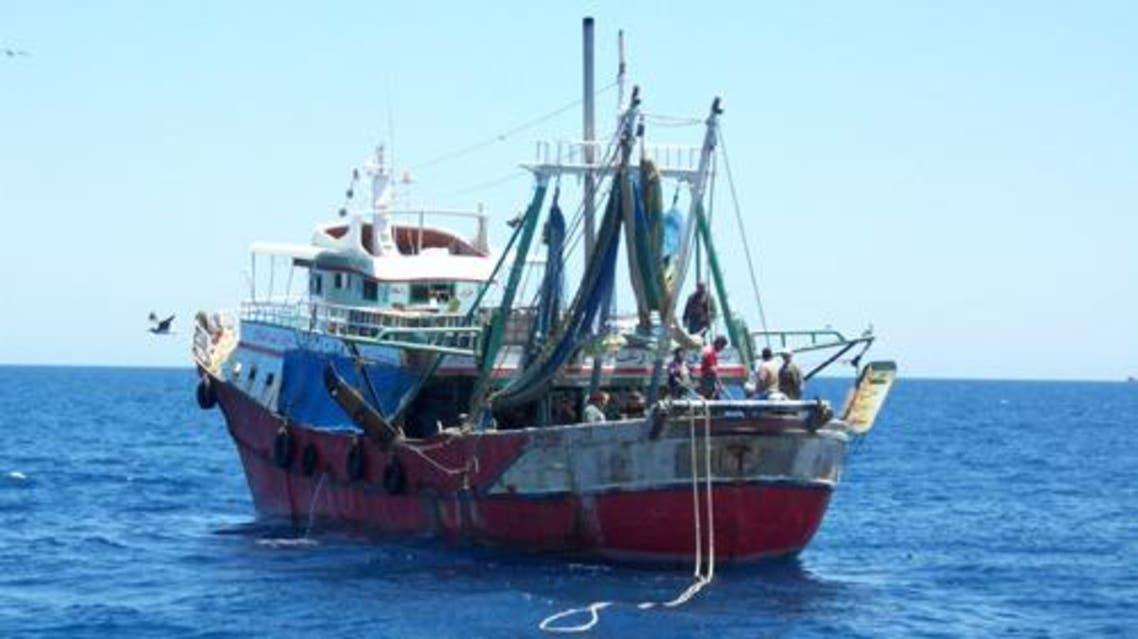 مركب صيد مصري في البحر الاحمر