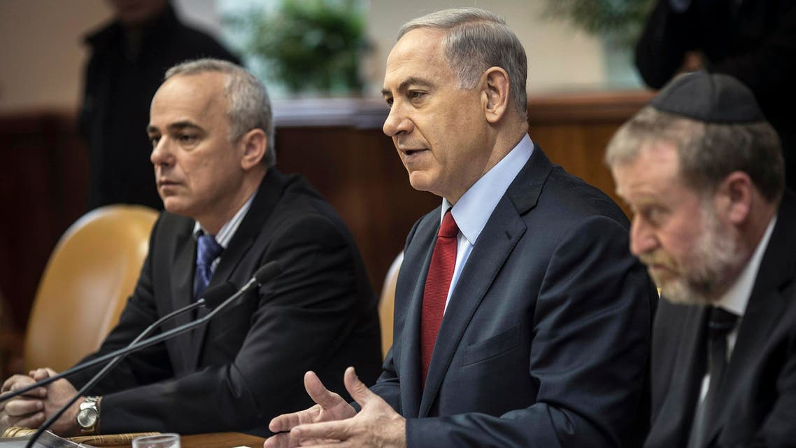Israel's Prime Minister Benjamin Netanyahu (C) and Strategic Affairs Minister Yuval Steinitz (L) attend the weekly cabinet meeting in Jerusalem December 14, 2014.  (Reuters)