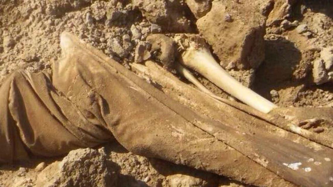 مقبرة جماعية تضم نحو 230 سوريا قمن عشيرة الشعيطات في سوريا بأيدي متطرفين