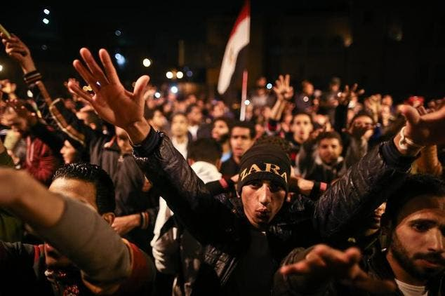 Egyptian anti-Mubarak protesters chant slogans as they gather in Abdel Moneim Riad Square in Cairo on November 29, 2014 ©Mohamed el-Shahed (AFP)