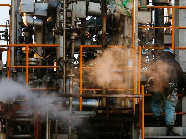 وكالة الطاقة: النفط يواصل الهبوط بسبب وفرة المعروض