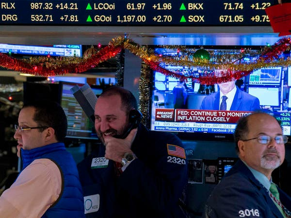 الأسهم الأميركية تهبط متأثرة بخسائر النفط وسهم آبل