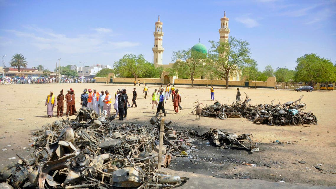 Security and emergency agency staff investigate the Kano Central Mosque bombing scene in Kano November 29, 2014. (Al Arabiya)