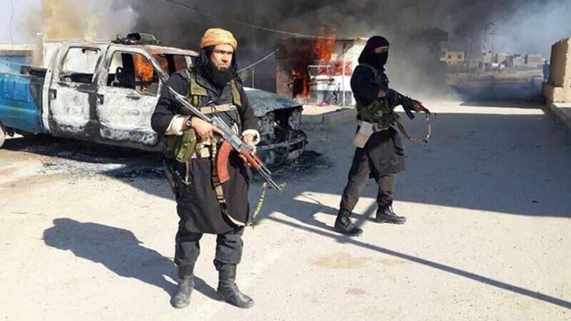 """حلق اللحى ولبس المحابس ممنوع في """"أرض داعش"""