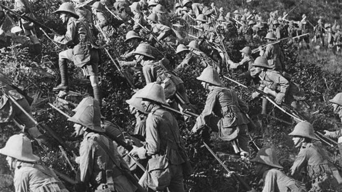 British troops advance on the Turkish enemy in Gallipoli, 1915 Photo: The Print Collector / Heritage Images