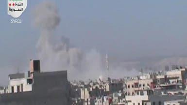 النظام يقصف مخيم اليرموك ويستهدف داريا بالبراميل