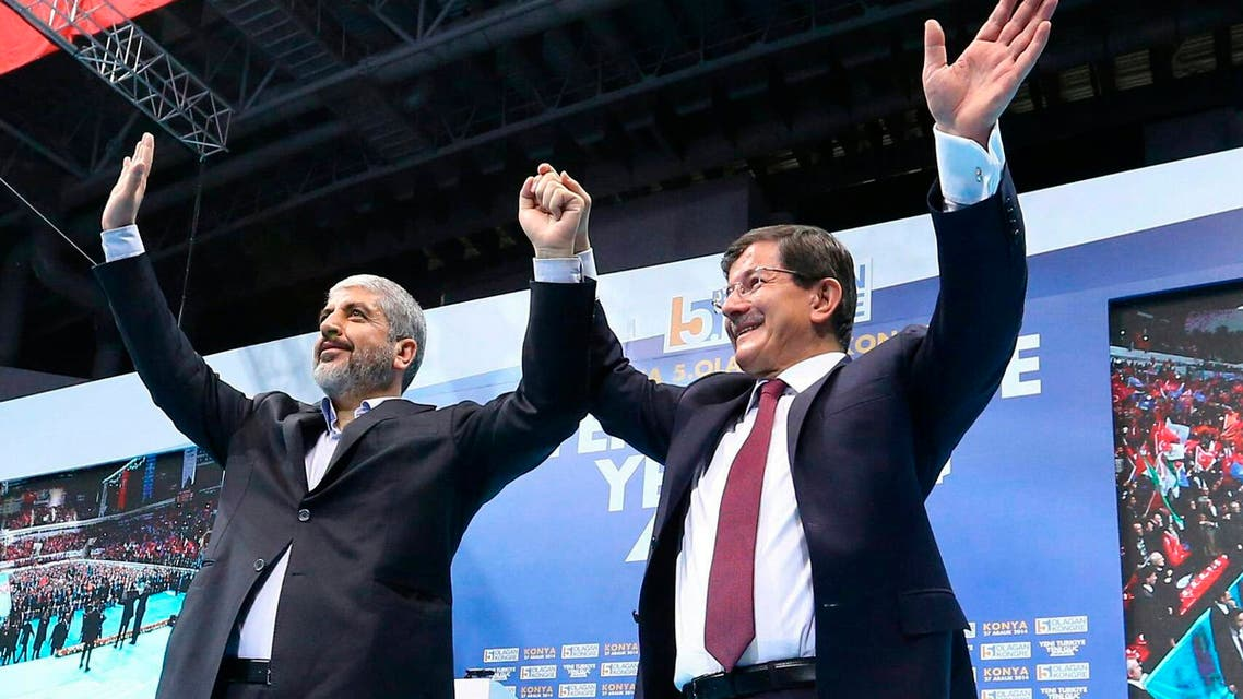 Senior Hamas leader Khaled Mashal (L) and Turkish Prime Minister Ahmet Davutoglu greet the audience during a meeting of Turkey's ruling AK Party (AKP) in central Anatolian city of Konya December 27, 2014 . (Reuters)