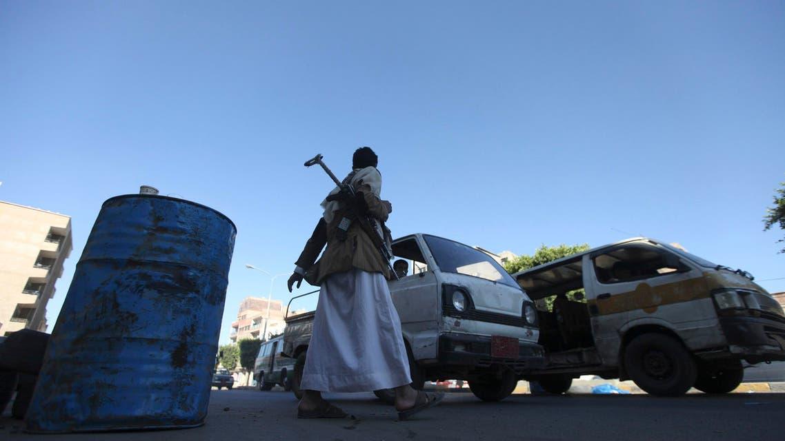 أحد عناصر ميليشيات الحوثي في صنعاء اليمن حوثي حوثيين حوثيون الحوثيين الحوثيون