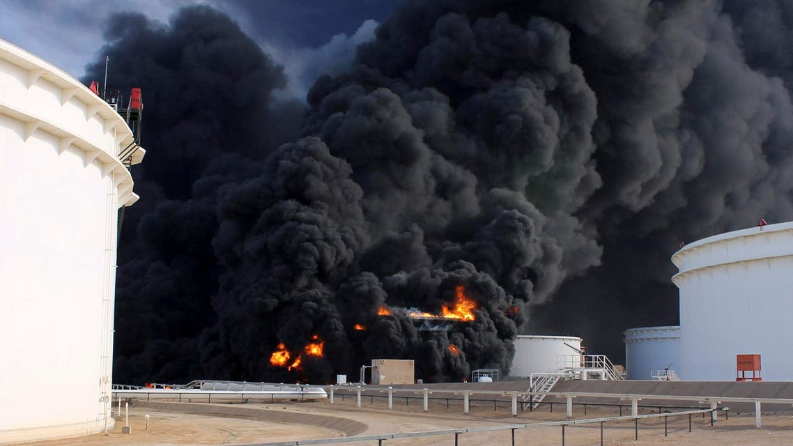 Smoke rises from an oil tank fire in Es Sider port December 26, 2014. (Reuters)