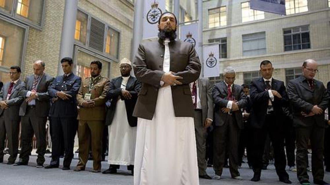 الإمام عاصم حافظ يؤم صلاة للمسلمين في القوات المسلحة البريطانية