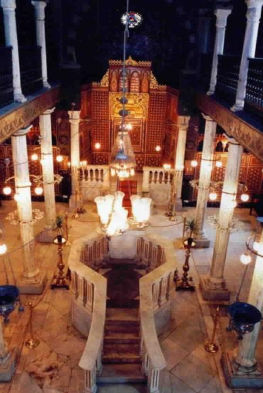 معبد بن عيزرا من الداخل