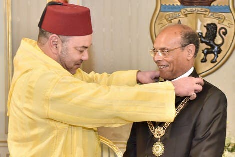 """Marzouki receives """"Wissam al Mohammadi"""" medal  from the king of Morocco Mohammad VI. (Photo courtesy Hespress)"""