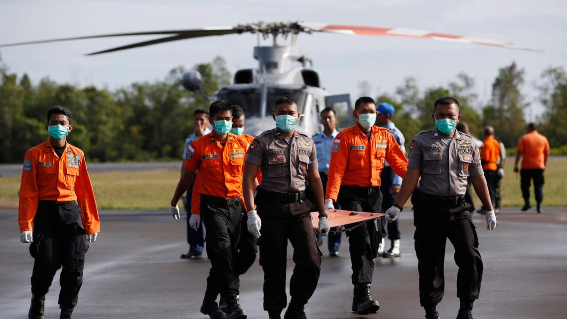 Indonesian Search and Rescue and police carry a stretcher across the tarmac after loading the recovered remains of two passengers from AirAsia flight QZ8501 into an ambulance, at the airport in Pangkalan Bun, Central Kalimantan January 2, 2015. (Reuters)
