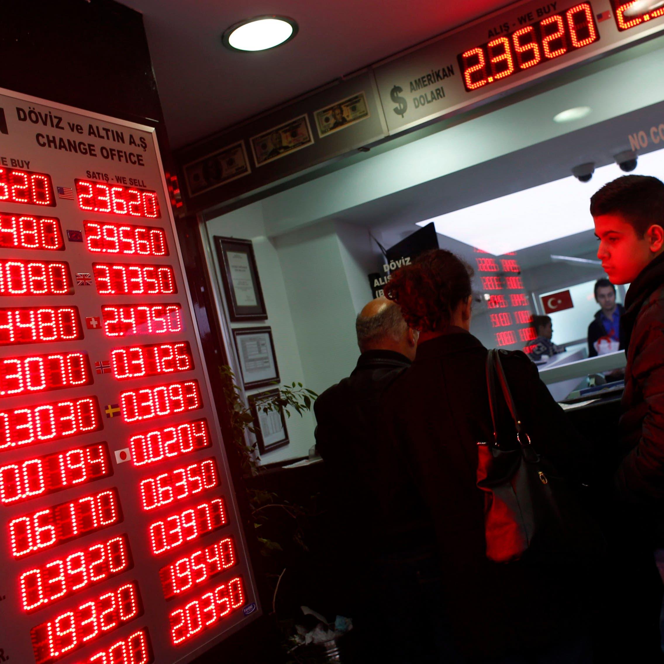 الليرة التركية تحافظ على مكانتها كأسوأ عملة بين الأسواق الناشئة