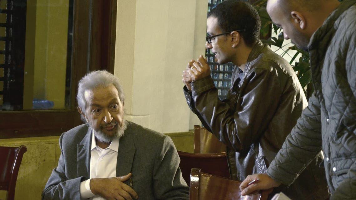 """نور الشريف في مشهد من فيلم """"بتوقيت القاهرة"""""""