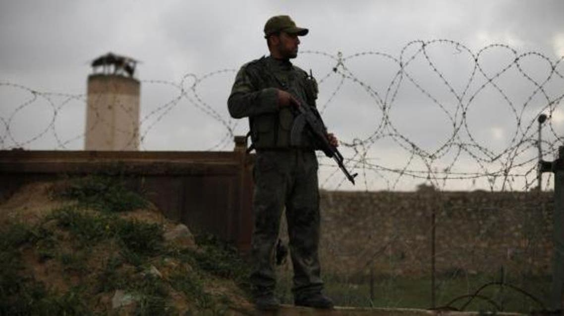 A member of Palestinian security forces loyal to Hamas stands guard on the Rafah border between southern Gaza Strip and Egypt March 18, 2014. (File photo: Reuters)