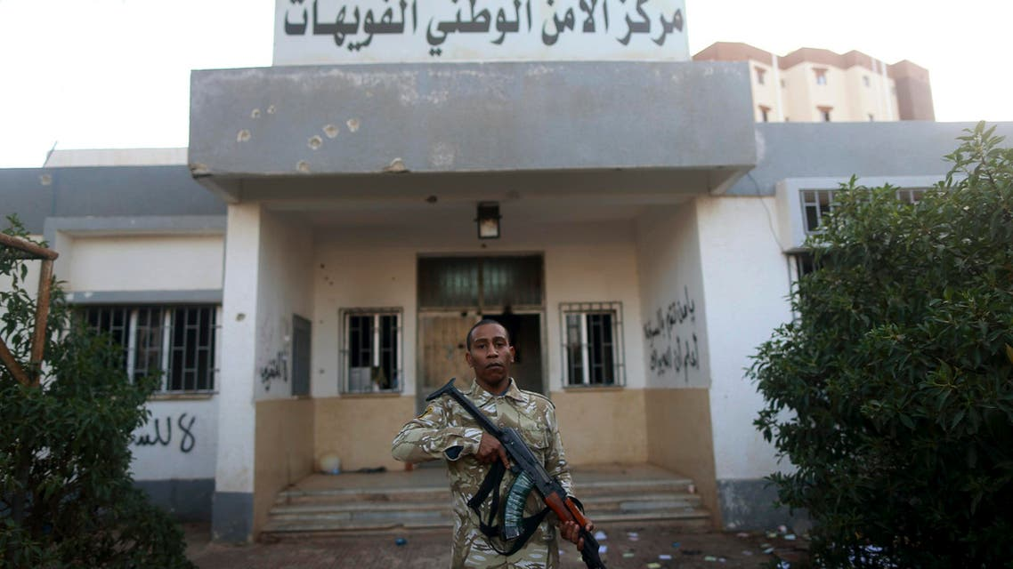 An armed security guard stands in front of a police station in Benghazi December 4, 2014. (File photo: Reuters) libya