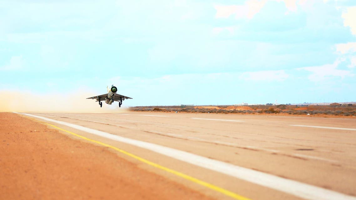 A MiG-21 fighter jet belonging to forces loyal to former general Khalifa Haftar takes off from a base on the outskirts of Al Sidra oil port, in Ras Lanuf Dec. 20, 2014. (Reuters)