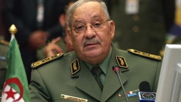 قائد الجيش الجزائري يتمسك بإجراء الانتخابات كمخرج للأزمة