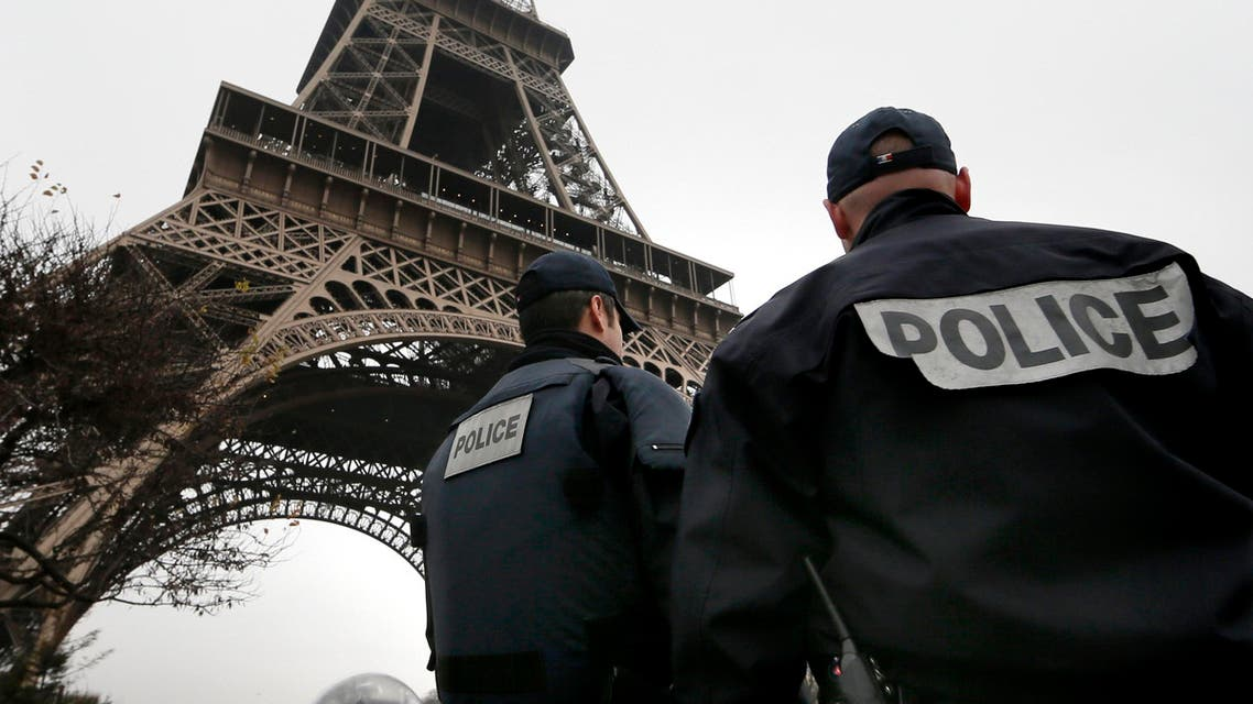 """French police patrol near the Eiffel Tower in Paris as part of the highest level of """"Vigipirate"""" security plan after a shooting at the Paris offices of Charlie Hebdo January 7, 2015. (File photo: Reuters) french police france"""