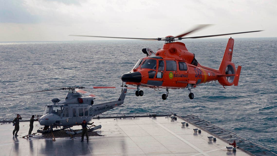 An Indonesian search and rescue helicopter prepares for landing during operations to lift the tail of AirAsia flight QZ8501 from the Java sea January 9, 2015. (Reuters)