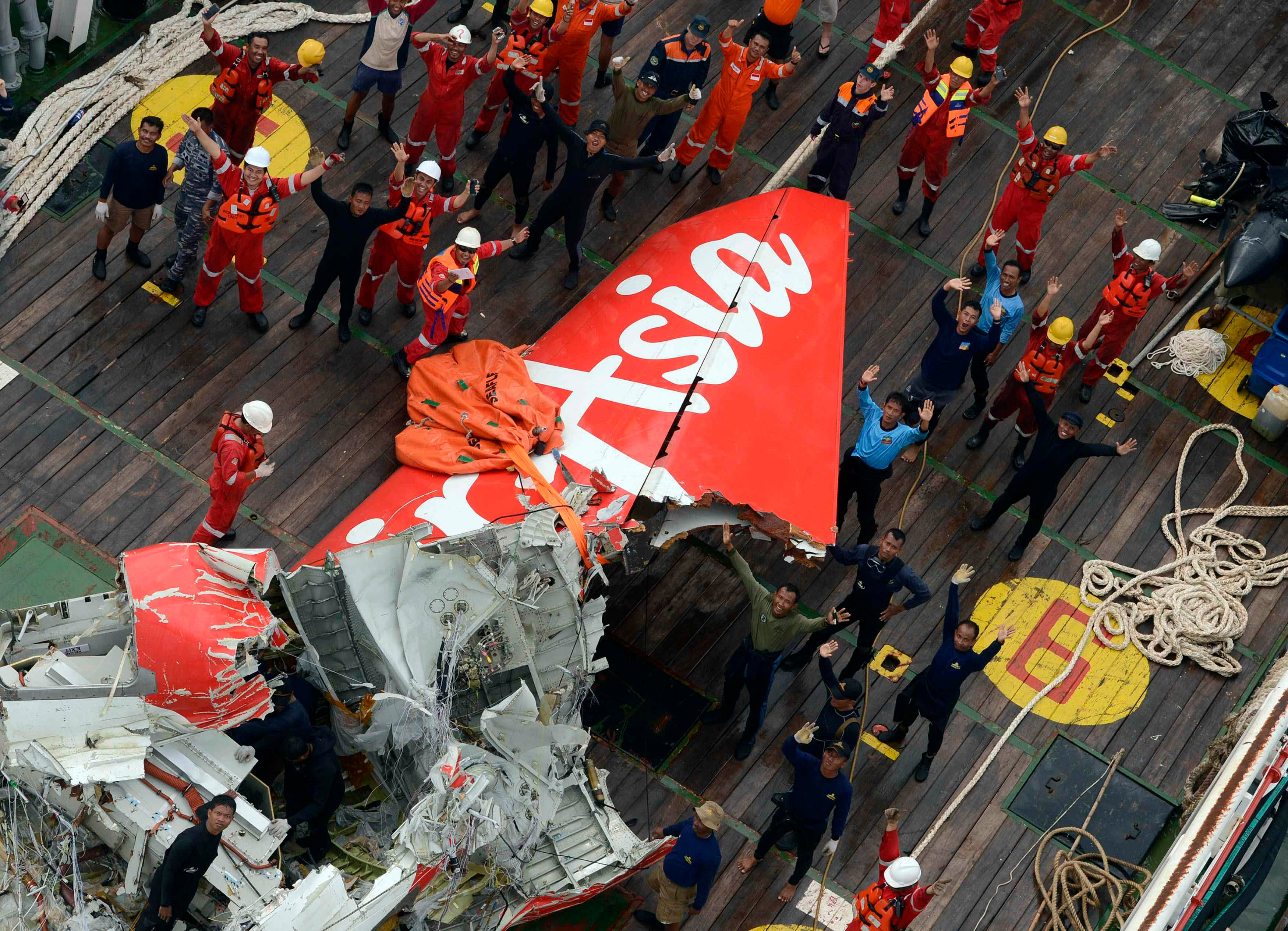 The tail of AirAsia QZ8501 passenger plane is seen on the deck of the Indonesian Search and Rescue (BASARNAS) ship Crest Onyx after it was lifted from the sea bed, Central Kalimantan January 10, 2015. (Reuters)