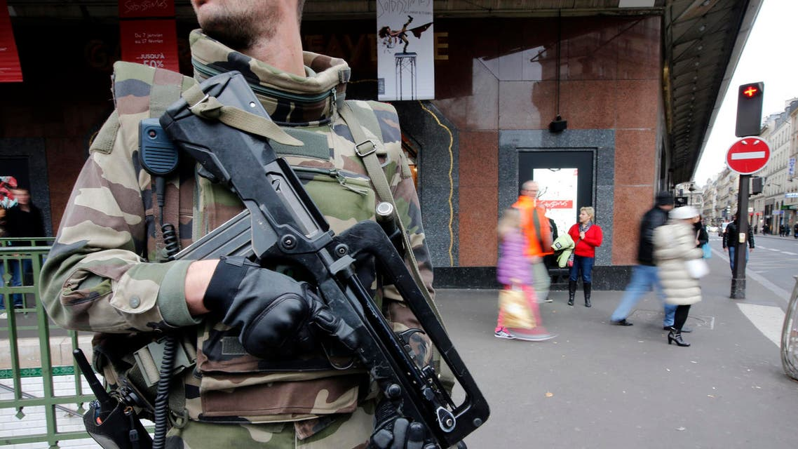 """A French soldier patrols in the street near a department store in Paris as part of the highest level of """"Vigipirate"""" security plan in Paris January 10, 2015. (File photo: Reuters)"""