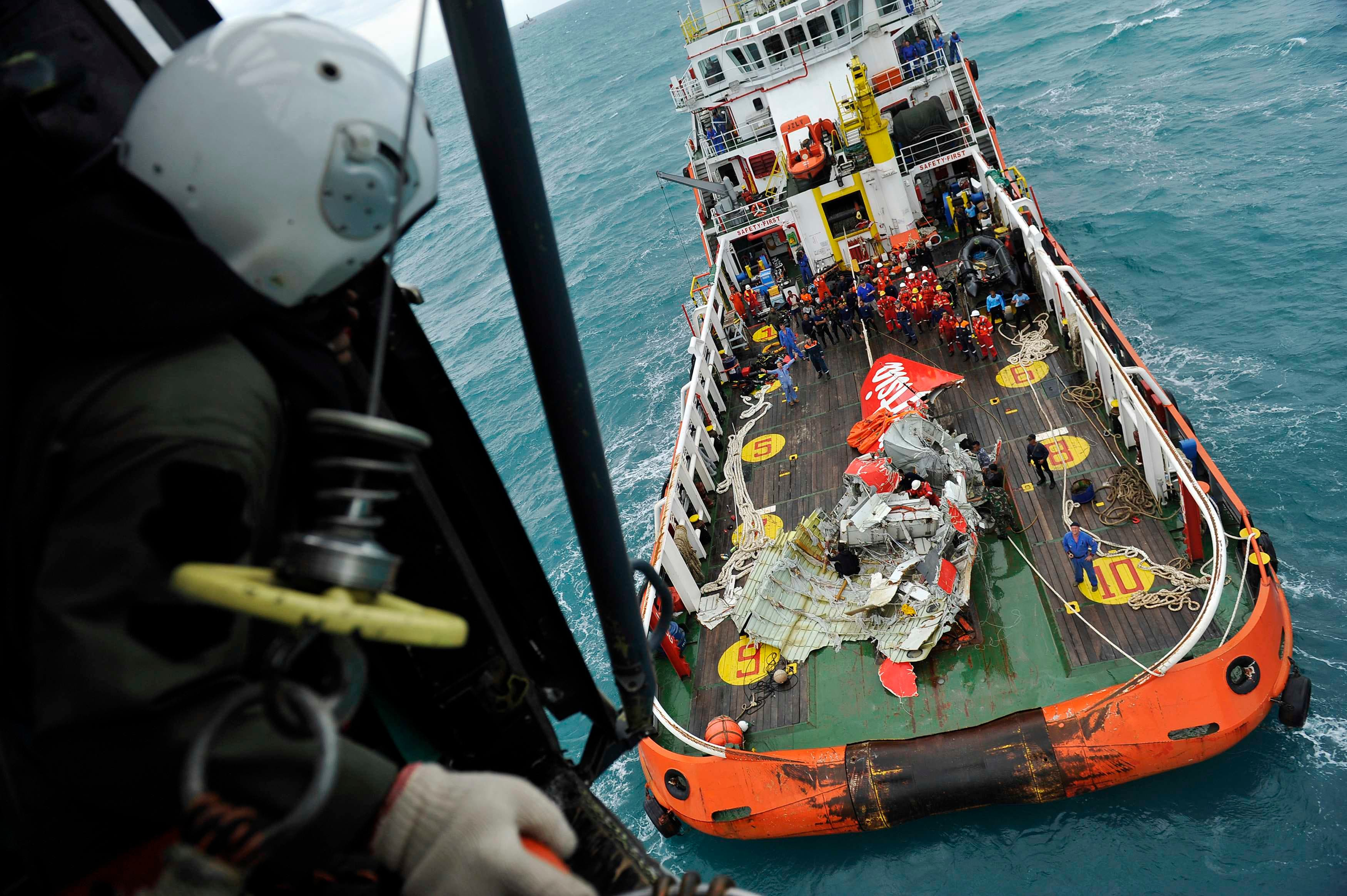 Sonar 'detects' crashed AirAsia's fuselage
