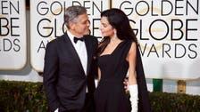 جورج كلوني يغازل زوجته أمل علناً أمام الملايين