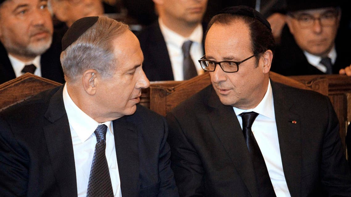 Israeli Prime Minister Benjamin Netanyahu (L) and French President Francois Hollande attend a ceremony at the Grand Synagogue. (Reuters)