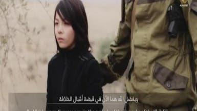 بالفيديو.. طفل من داعش يعدم رجلين بالرصاص