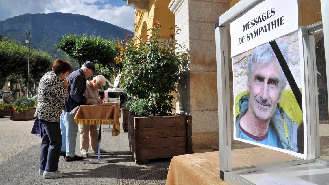 Residents of St Martin Vesubie, southern France, sign a tribute album to pay respect to French mountaineer, Herve Gourdel. (AP)